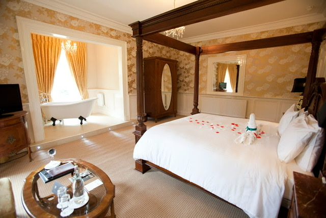 4 Night Castle and Hotel Stay and Tour